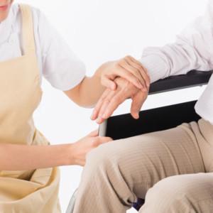 【介護職未経験】利用者さんとうまく会話ができない時の場面別対処法